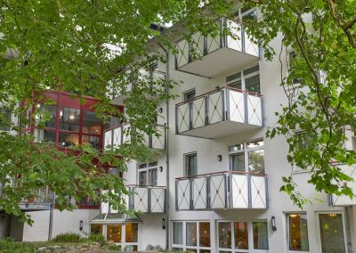 Außenansicht mit Balkonen